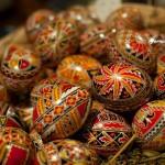Un capolavoro su un uovo di Pasqua: viaggio nelle tradizioni della Romania