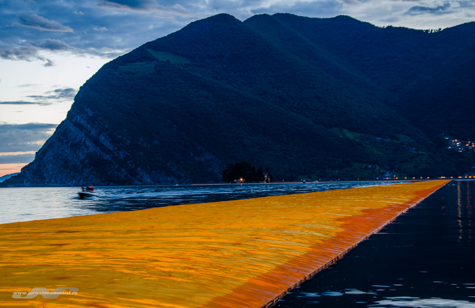 The Floating Piers 8103