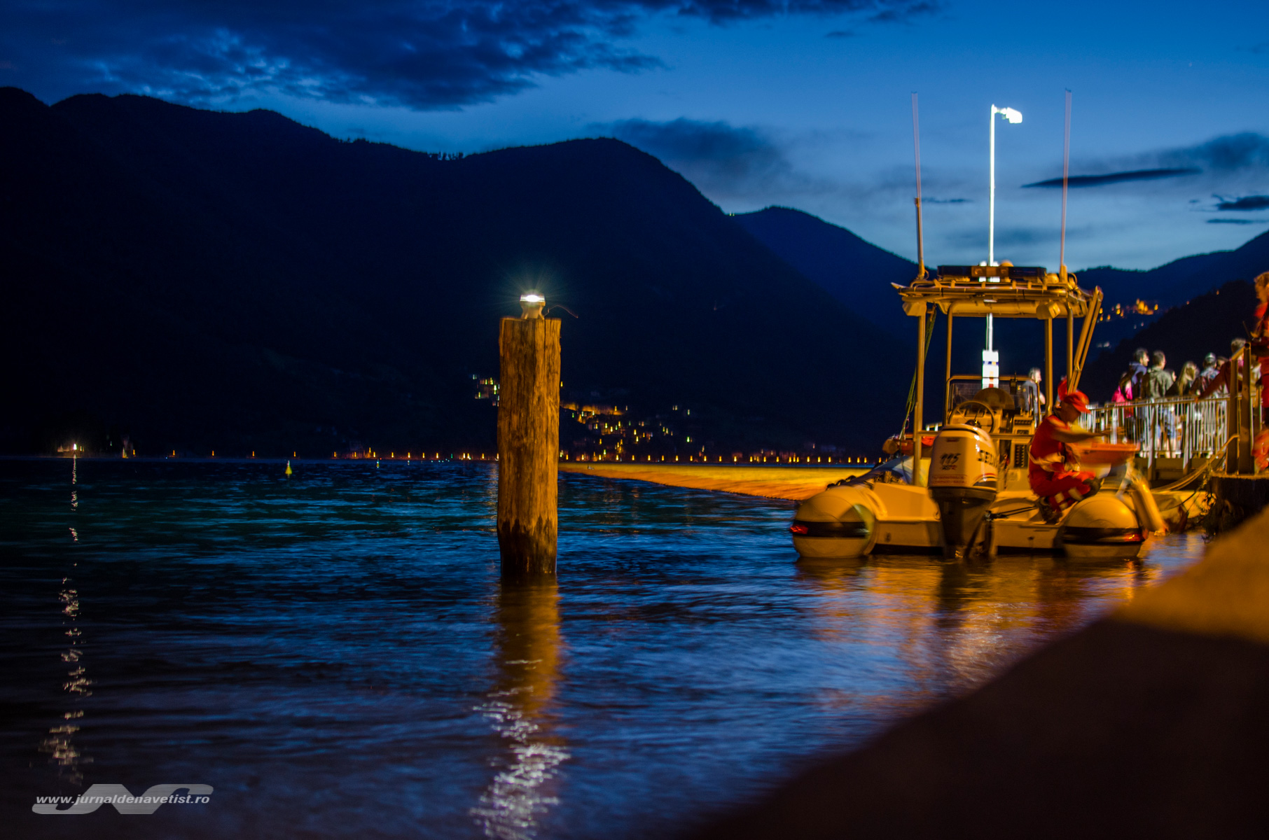 The Floating Piers 8135